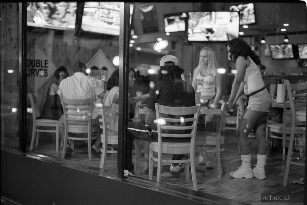 20130807_136_13_Hooters