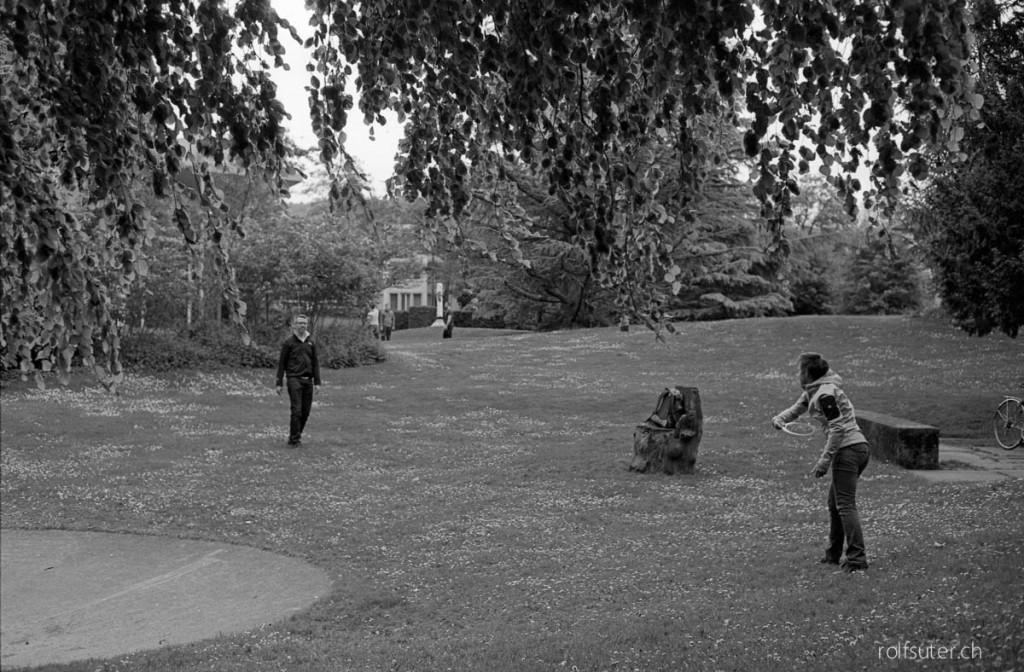 Playing frisbee in Zürich