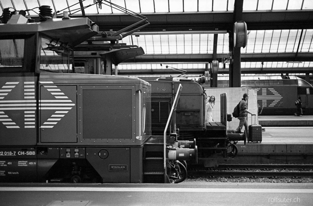 Trains at Zürich HB