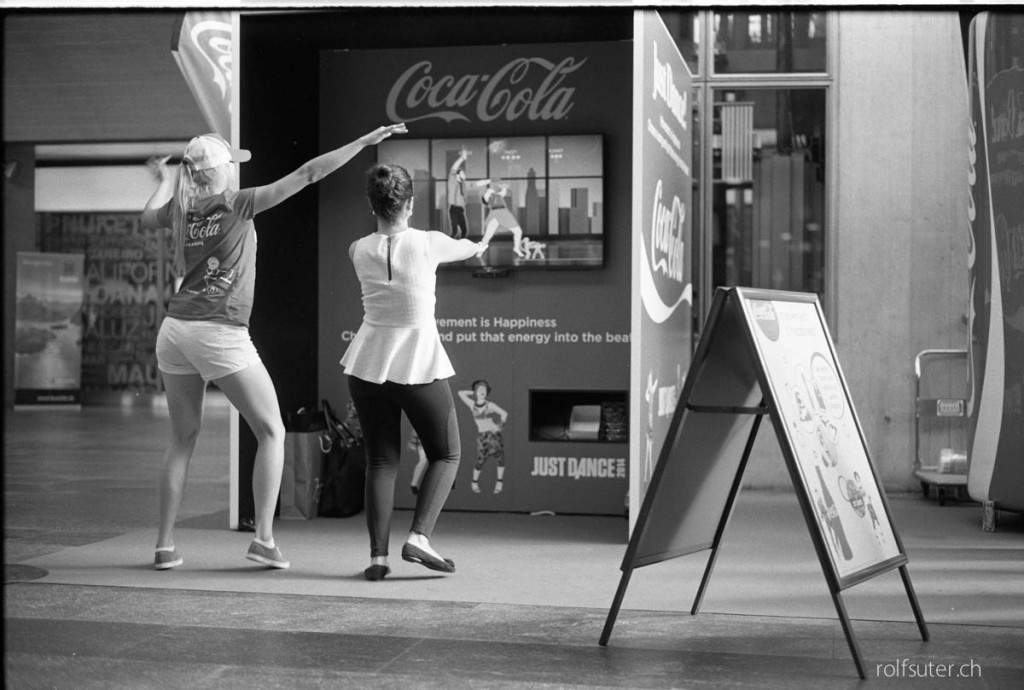Two girls dancing for CocaCola in Luzern