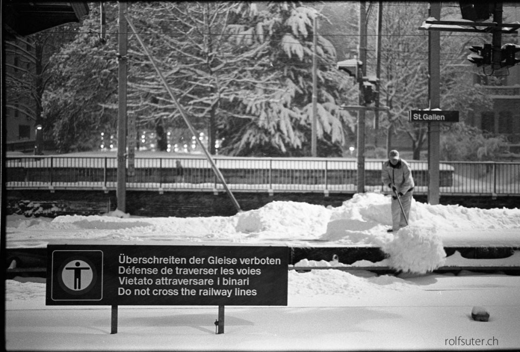 Do not cross the railway lines (during heavy snow falls) | St. Gallen